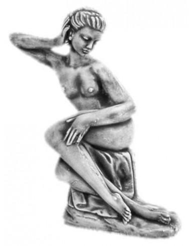 Figura betonowa Kobieta L47